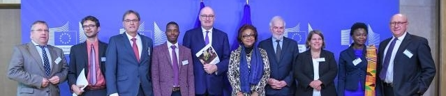Phil Hogan, European Commissioner for Agriculture and Rural Development, with the Task Force Rural Africa. FLTR: Michel Baudouin, Francesco Rampa, Kees Blokland, Mashiri Zvarimwa, Phil Hogan, Céline Bikpo, Tom Arnold, Christine Wieck, Chinwe Ifejika Speranza, Bruno Losch